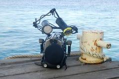 Onderwater camerahuisvesting en meerpaal Stock Foto