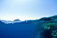Onderwater en hemel Stock Foto's
