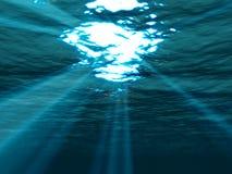 Onderwater, overzeese oppervlakte met zonnestraal het glanzen royalty-vrije stock afbeelding