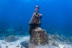 Onderwatergrot van het heilige kind Jesus in een ondiep koraalrif royalty-vrije stock fotografie