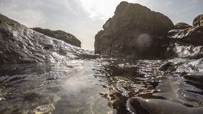 Onderwateroppervlakte met Stralen van Licht Mooi Zonsondergang Oceaanzeegezicht stock video