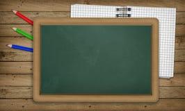 Onderwijs, blocnote, potloden, leeg leeg bord Royalty-vrije Stock Fotografie
