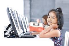 Onderwijs door computer stock afbeelding