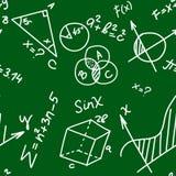 Onderwijs naadloos patroon met van de krabbelwiskunde en meetkunde formules en problemen aangaande groene bordachtergrond royalty-vrije stock foto's