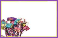 Onderwijsaffiche of kaart of achtergrond voor de Dag van Valentine - Hartgommen op potloden op wit met purple en geel royalty-vrije stock afbeeldingen
