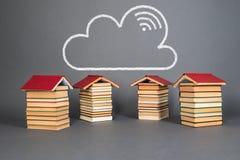 Onderwijsconcept met boeken als lente van kennis stock afbeeldingen