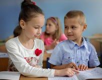 Onderwijsconcept, schoolkinderen Stock Foto