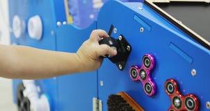 Onderwijsstuk speelgoed Montessori stock videobeelden