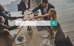 Onderzoek die Internet zoeken die het Streven van Zoektocht naar Concept vinden royalty-vrije stock afbeelding