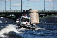 Onderzoek en Reddings de Dienstboot in St. Petersburg, Rusland stock foto's