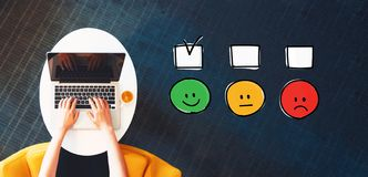Onderzoek met persoon die laptop met behulp van royalty-vrije illustratie