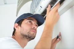 Onderzoek op de airconditioning stock foto's