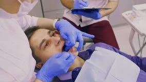Onderzoek van de tanden stock videobeelden