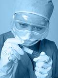 Onderzoeker in het laboratorium Stock Afbeelding