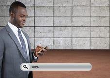 Onderzoeksbar met de mens op telefoon Stock Fotografie