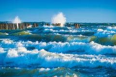Ondes bleues de mer Photos libres de droits