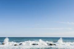 Ondes côtières à Syracuse Photographie stock