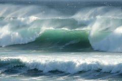 Ondes côtières orageuses Image stock