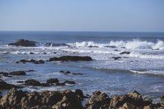 Ondes chez l'Océan Atlantique Photographie stock libre de droits