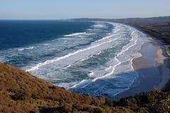Ondes d'océan dans le compartiment de Byron, Australie Images stock