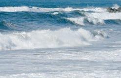Ondes d'océan et vague déferlante Photos stock