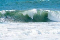 Ondes d'océan et vague déferlante Images libres de droits