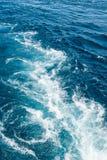 Ondes dans l'océan photographie stock