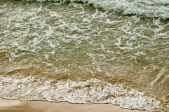 ondes de mer de plage Photos libres de droits