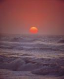 Ondes et Sun Photographie stock