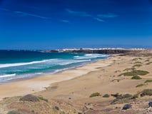 Ondes pierreuses de rivage et d'océan Images libres de droits