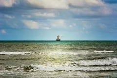 Ondes sur la mer image libre de droits