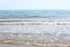 Ondes sur la plage Photo stock