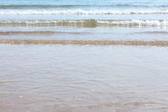 Ondes sur la plage Photographie stock libre de droits