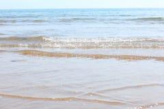 Ondes sur la plage Images stock