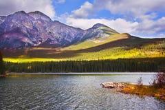 Ondiep meer in bergen van Canada royalty-vrije stock afbeelding