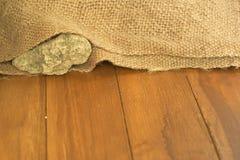 Ondiepe DOF van rots binnen oude zak Royalty-vrije Stock Fotografie