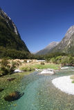 Ondiepe rivier in bergen Royalty-vrije Stock Fotografie