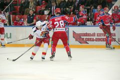 Ondrej Nemec (28) na ação no jogo de hóquei Foto de Stock Royalty Free