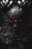 Ondska, silverharneskskalle med röda ögon och ledde ljus, hjälm mig Arkivbilder