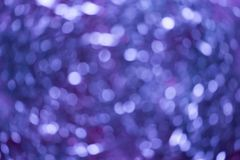 onduidelijk beeld van Kerstmisdecoratie samenvatting vaag van blauwe en zilveren lichtenachtergrond stock foto