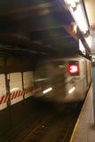 Onduidelijk beeld van naderbij komende metro stock foto