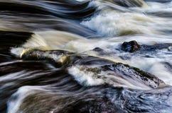Onduidelijk beeld van rivier, Kouvola, Finland Stock Foto