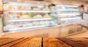 Onduidelijk beeldbeeld van mensen in bakkerijwinkel voor achtergrondgebruik stock afbeelding