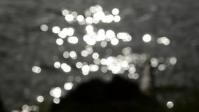 Onduidelijk beeldwater en de achtergrond van de zonlichttrilling stock footage