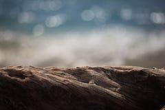 Onduidelijke beeld van drijfhout het Oceaanbokeh stock foto