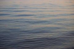 Ondulación en el fondo del agua Foto de archivo