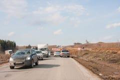 Ondulación permanente, Rusia - abril 16,2016: Tráfico en una línea del automóvil Fotografía de archivo