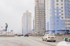 Ondulación permanente, Rusia - 16 de abril 2017: Complejo residencial con el alto-ris Imágenes de archivo libres de regalías