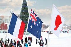 ONDULACIÓN PERMANENTE, RUSIA - 6 DE ENERO DE 2014: Banderas de los países participantes (franco Fotografía de archivo libre de regalías