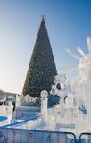 Ondulación permanente, Rusia - 28 de enero 2017: Pequeña ciudad del hielo del ` s del Año Nuevo Fotografía de archivo